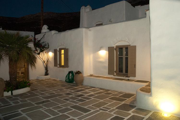 Luxe pierre traditionnelle villa taxiarchaki paros for Acheter une maison dans les cyclades